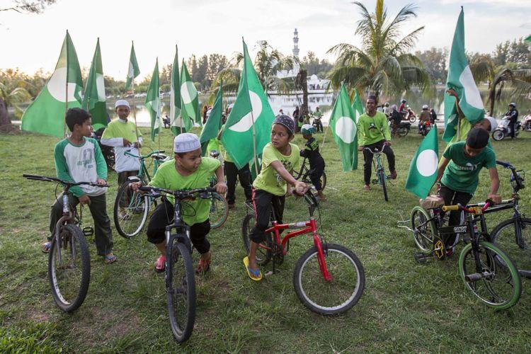 10_malaysia_islamic_party_politics_elections_pas_alexandra_radu