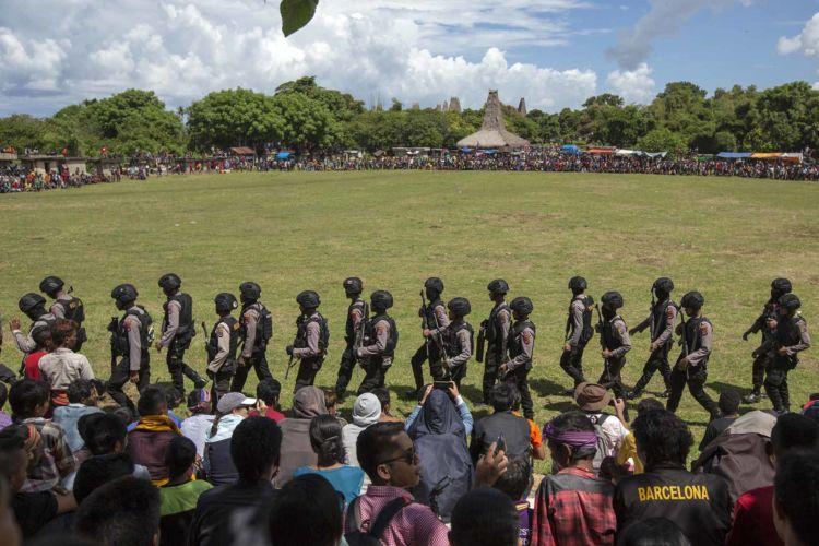 17_pasola_sumba_animist_festival_indonesia_alexandra_radu
