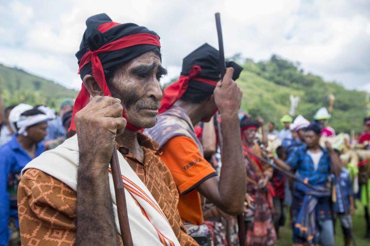 2_pasola_sumba_animist_festival_indonesia_alexandra_radu