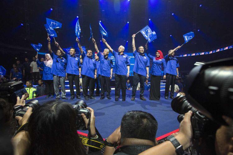 4_malaysia_politics_barisan_nasional_najib_alexandra_radu